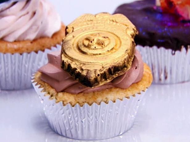 Cupcake Wars Love Crave Bake Shop! (1/3)