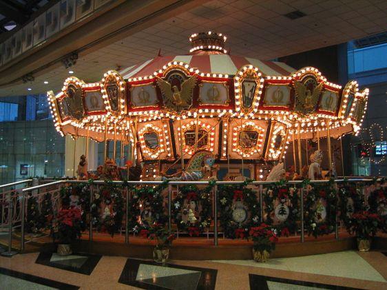 800px-MOS_Plaza_Merry-go-round
